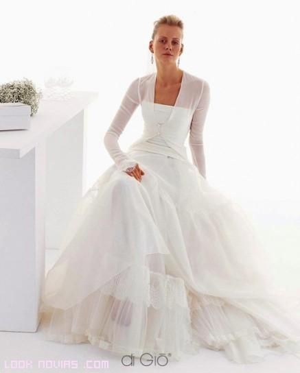 Chaquetas modernas para novias