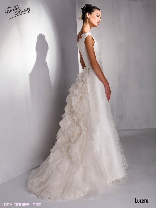Novias con vestidos vintage en blanco