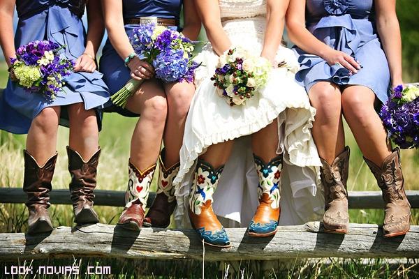 damas de honor con vestidos azules