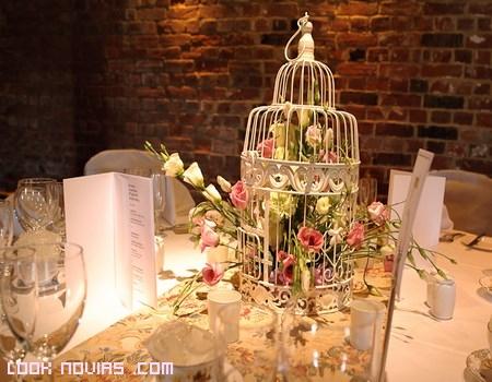 Mesas de boda decoradas con flores