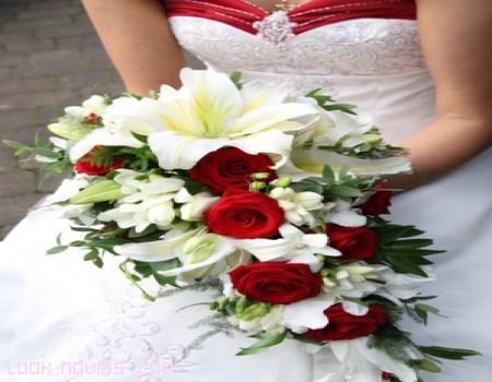 ramo de novia en blanco y rojo