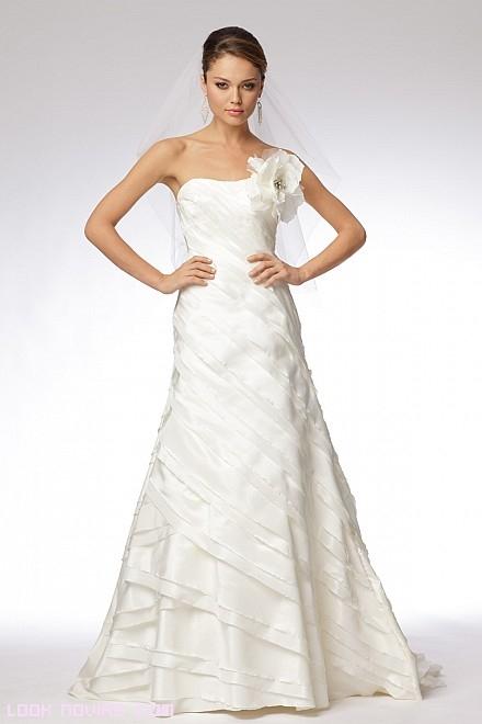 vestidos de novia con escote asimétrico