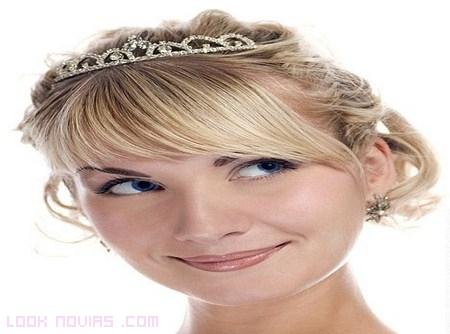 Peinados de novia elegantes con flequillo