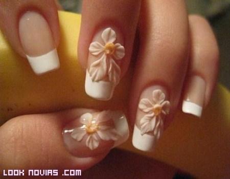 manicura sencilla para novias