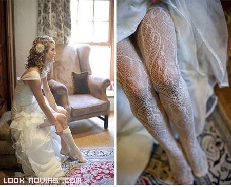 Medias con adornos para novias modernas