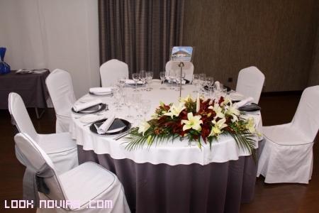 Mesas boda blanco y gris