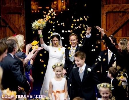 Pétalos amarillos para bodas reales