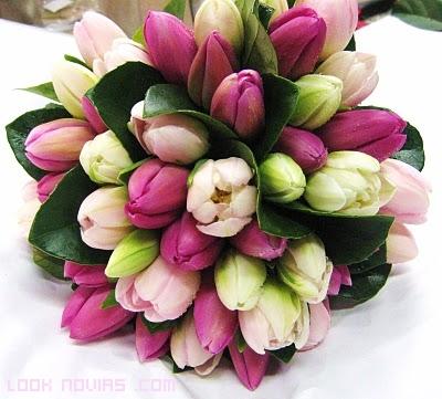 ramos combinando tulipanes de colores