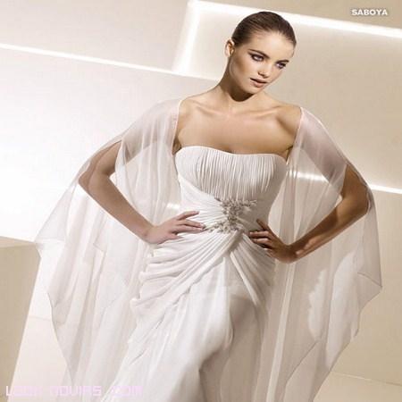 vestido La Sposa con broche y tul