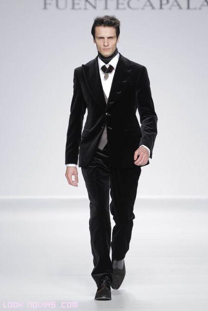 trajes de novio en terciopelo negro