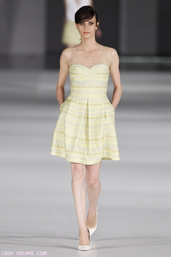 vestidos estampados en amarillo