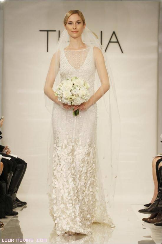 Vestidos de líneas rectas para novias