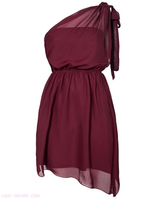 Vestidos asimétricos en color burdeos