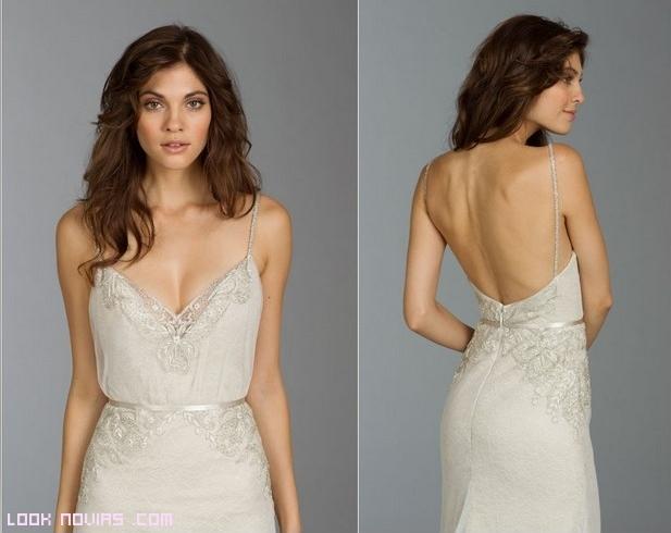 vestidos de novia con escotes y finos tirantes