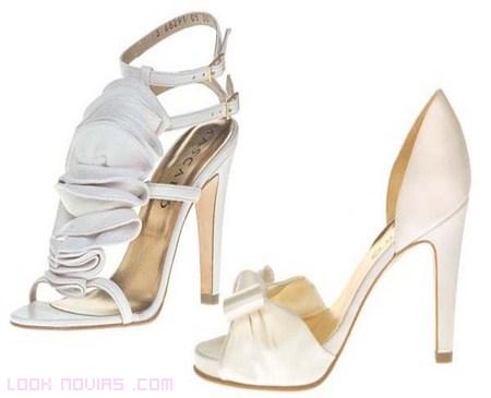Zapatos sencillos de novia