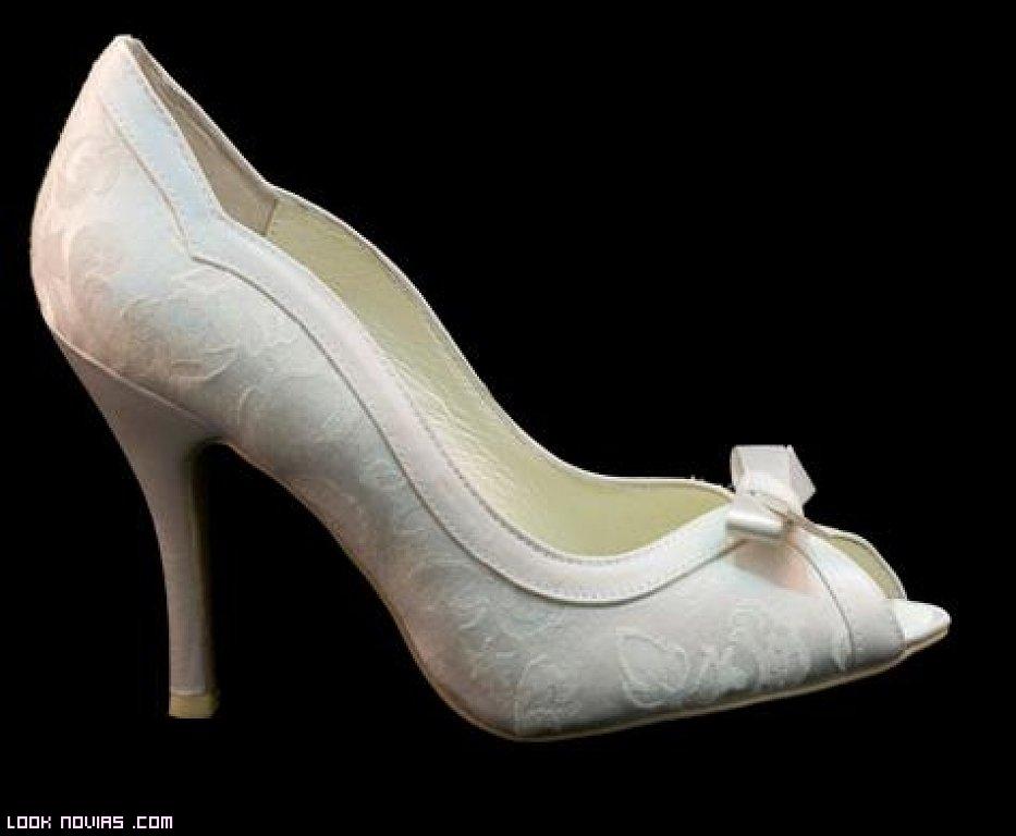 zapatos blancos para novia
