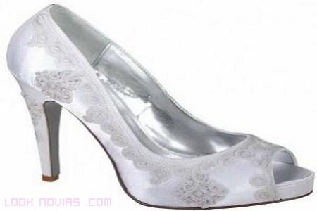 Moda 2012 en zapatos de novia