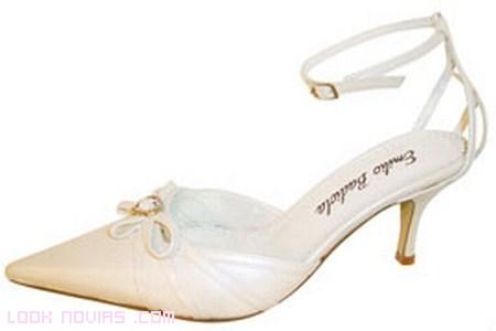 Zapatos sencillos de novia 2012