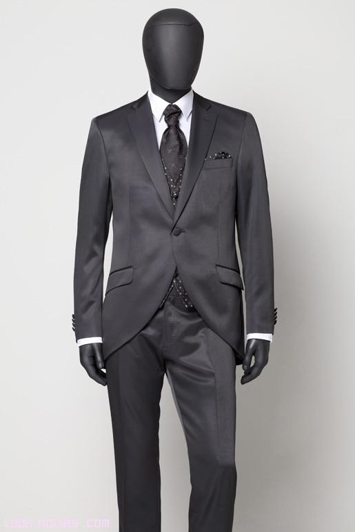 chaquetas negras para combinar con chalecos estampados