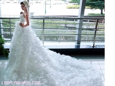 vestido con cola catedral novia