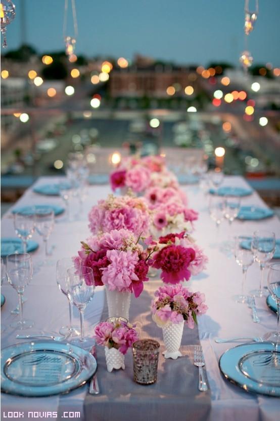 mesas de boda con varios colores