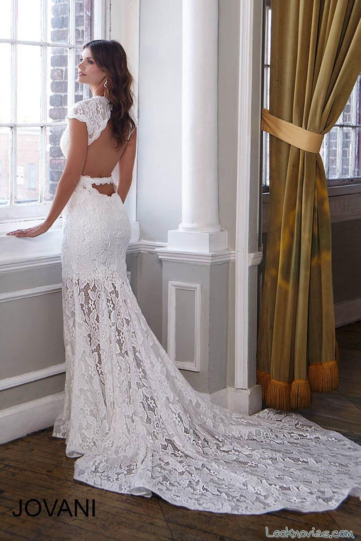 escote con mangas en vestido de novia