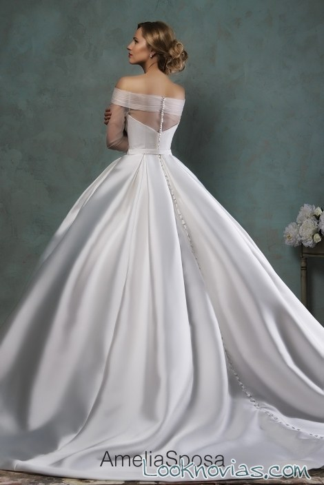 escote de tul hombros caídos para novia