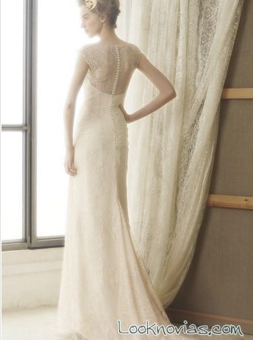 escote trasero de encaje en vestidos bundó