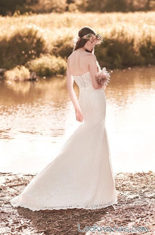 escote trasero en los vestidos de mikaella bridal