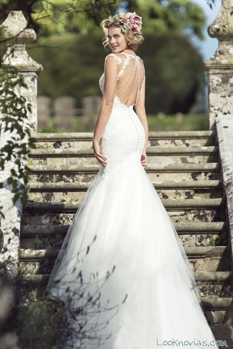 escote trasero en vestido sirena true bride