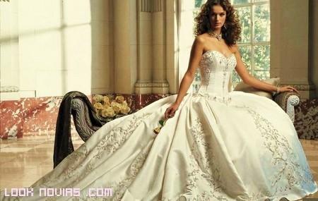 vestido corte princesa bordado