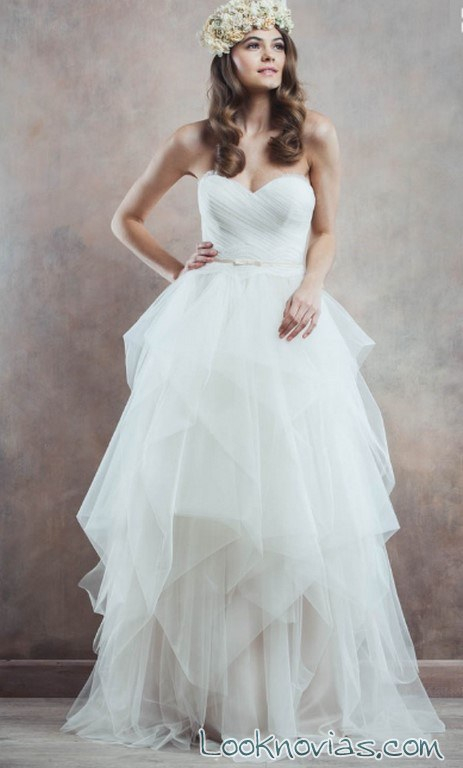 falda asimétrica novias rochii de mireasa