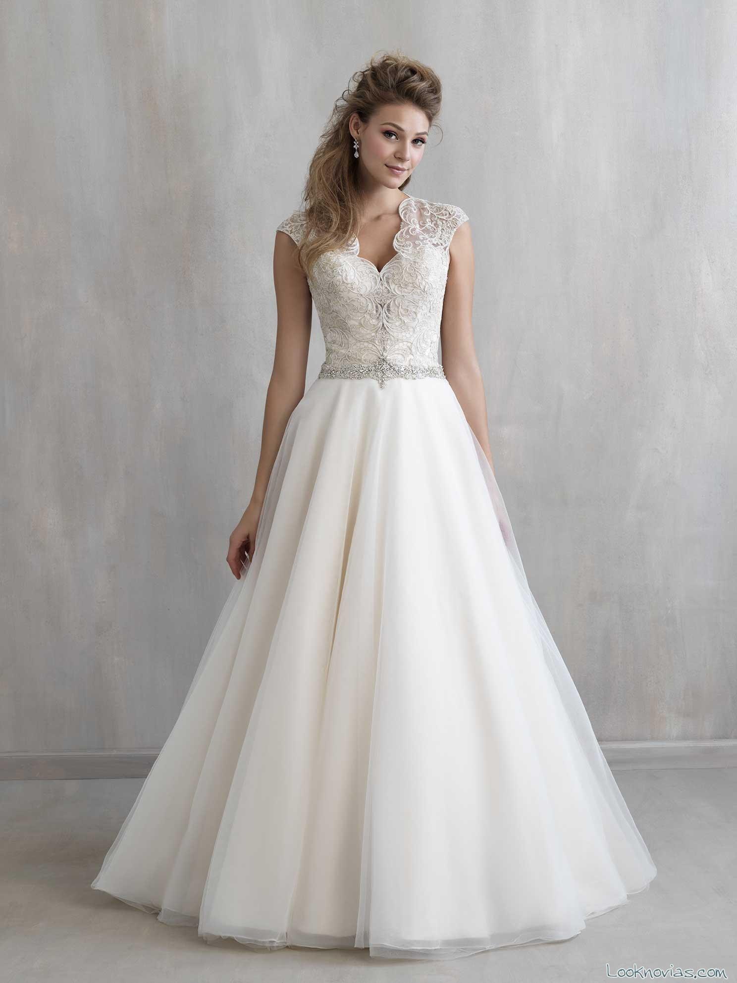 falda evasé para las novias más juveniles