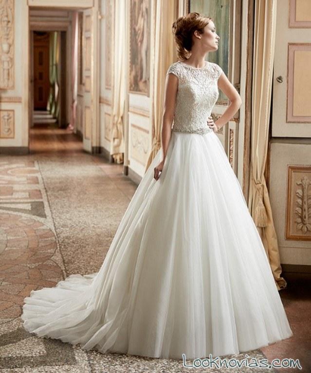 falda sencilla y lisa para novias contemporáneas