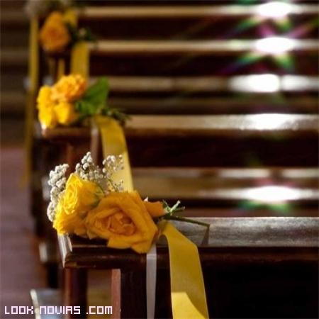 decoración con flores los bancos