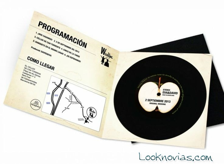 Invitación moderna con un disco vinilo