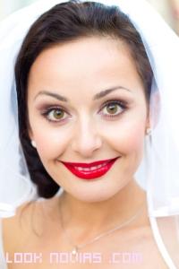 labios rojos para novias vintage