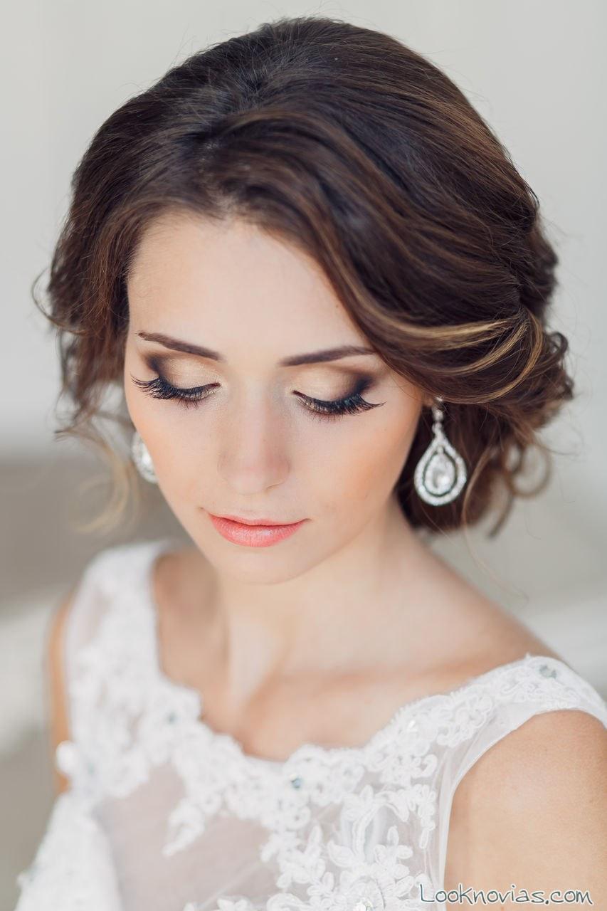 maquillaje de novia con labial melocotón