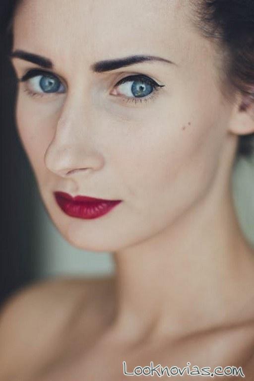 maquillaje de novia con labios intensos