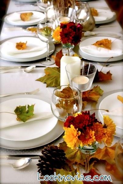 mesa con hojas para boda en otoño