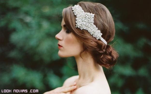 peinados vintage con diademas para novias