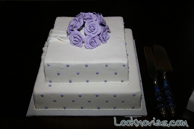 pastel de boda cuadrado muy sencillo
