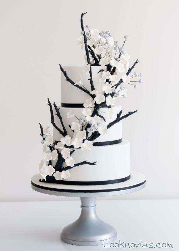 Pastel de boda decorado en blanco y negro