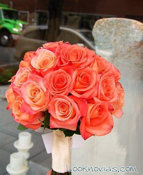 ramo de novia en color naranja con rosas