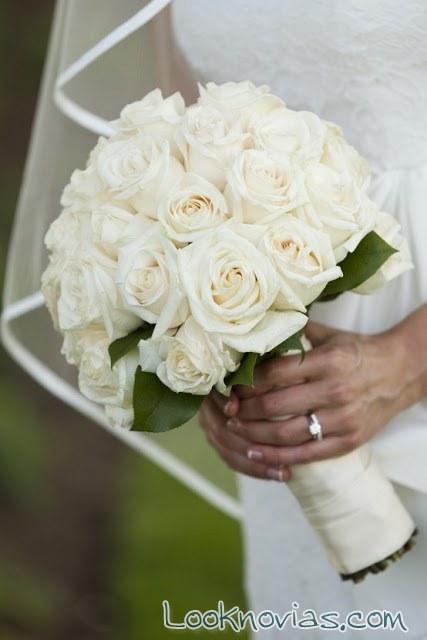 ramo para novia con rosas y en color blanco