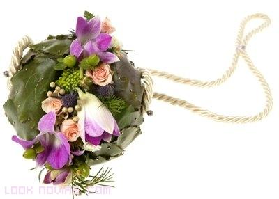 bouquets con flores y hojas