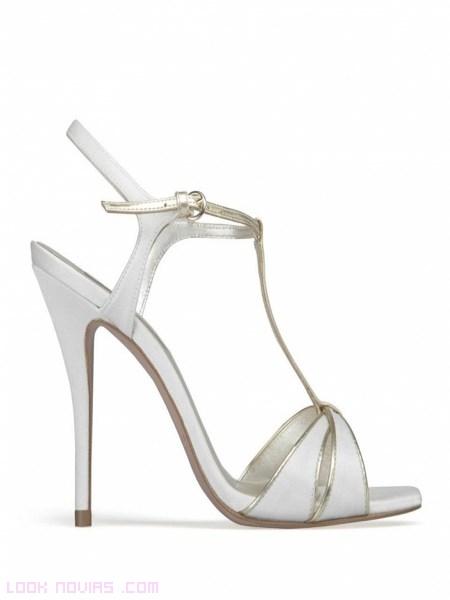 sandalias con pulsera en blanco