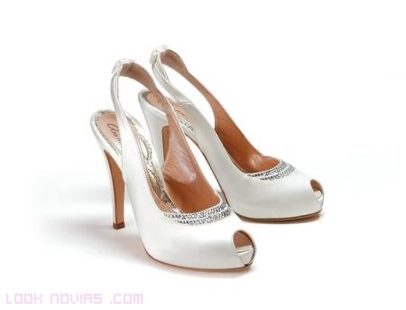 sandalias de tacón fino para novias