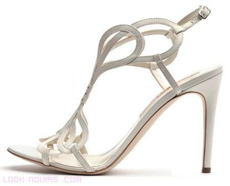 Zapatos de novias sencillos