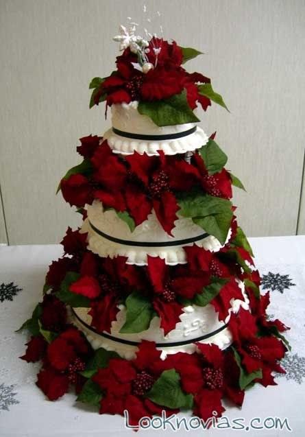 tarta de boda con flor de pascua